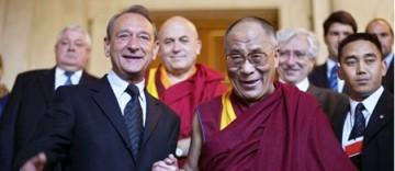 7351_une-delanoe-dalai-lama.jpg