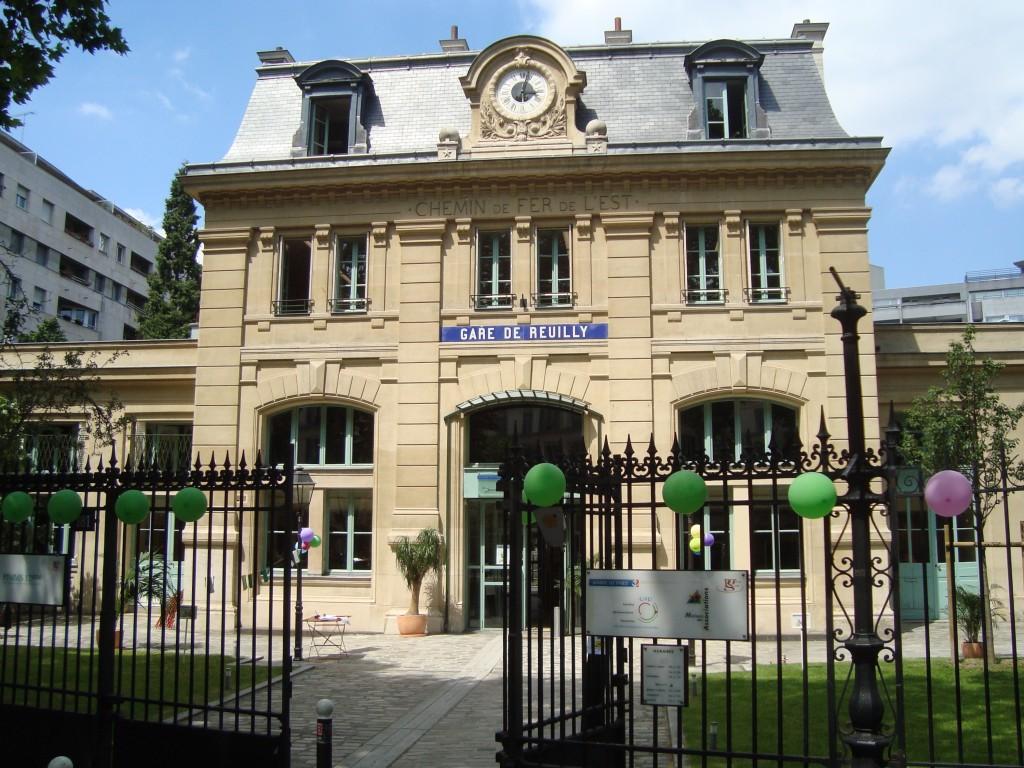 L 39 oeil sur les horloges du quartier 7 le quartier bel for Piscine montparnasse