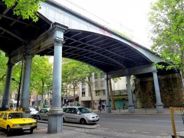 P1030707_Paris_XII_avenue_Daumesnil_pont_petite-ceinture_rwk.JPG